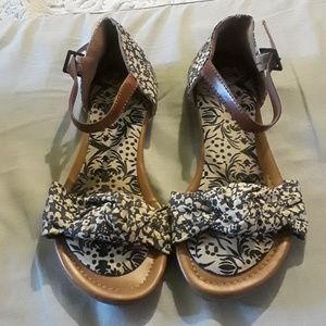 Mossimo Supply Co navy blue/tan floral sandals
